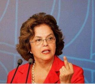 Dilma mostrando o dedo